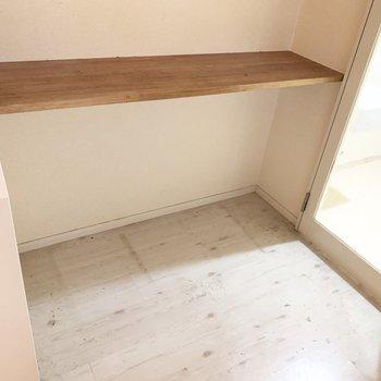 このカウンターは、調理スペース?それとも椅子を置いてカウンター代わりかな。(※写真は清掃前のものです)