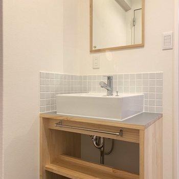 洗面台はオリジナルデザイン!
