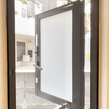 洗面所にはしっかり換気できる窓が。