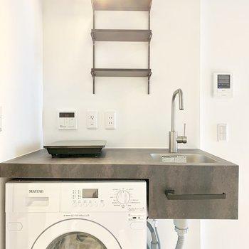 ドラム式洗濯乾燥機もついています。