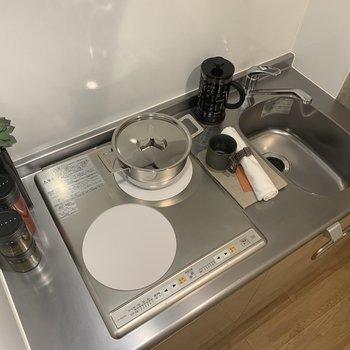 IH2口コンロで自炊したくなりますね。掃除も楽です!