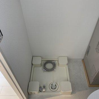 脱衣所には洗濯機が置けます。