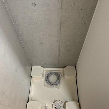 キッチンの横は洗濯機置場です。お部屋に入ると見えないのでいいですね。