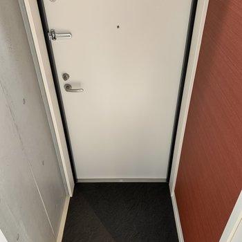 玄関はこんな感じです。