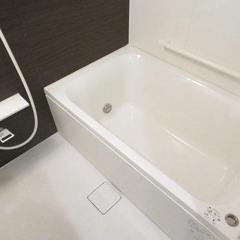 追い炊き機能と浴室乾燥機も(※写真は7階の同間取り別部屋のものです)