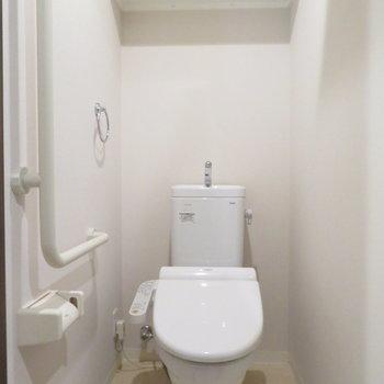 トイレの手すりが利用者のことを考えられています(※写真は7階の同間取り別部屋のものです)
