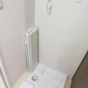 お風呂の横に洗濯機置き場が(※写真は7階の同間取り別部屋のものです)