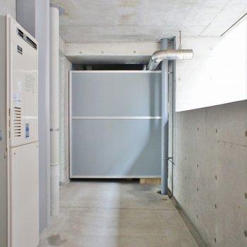 こちらは北向きのバルコニー(※写真は10階の同間取り別部屋のものです)