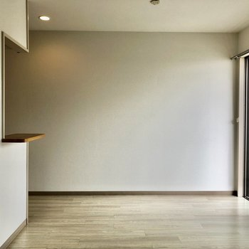 お部屋の壁も天井も真っ白