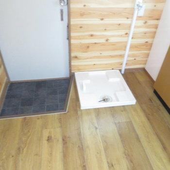 洗濯機は玄関の隣に