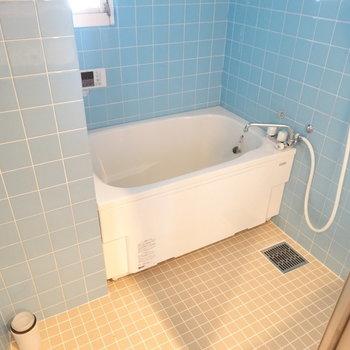 お風呂はレトロかわいい感じ♬追い焚きついてるし、洗い場もゆったり◎