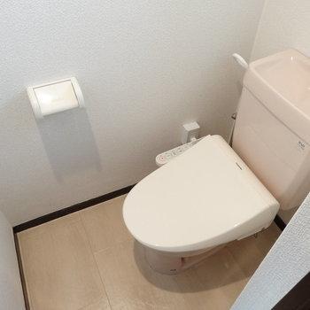 ウォシュレット付きのキレイなトイレ。