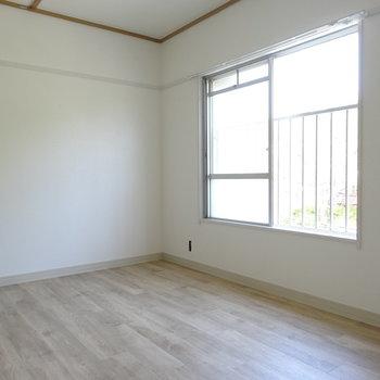 ここは2人の仕事や趣味のお部屋に。(※写真は工事前のものです)