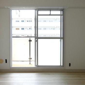 もう1つのお部屋は少しコンパクト。南向きで明るい♬(※写真は工事前のものです)