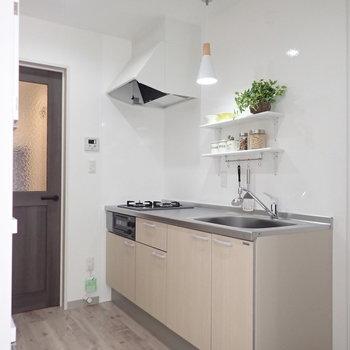 キッチンは一人暮らしには十分な広さ。