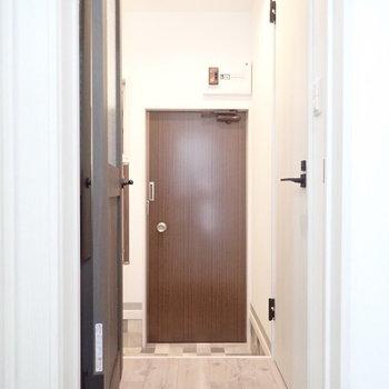 玄関はL字になっていて、、、