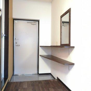 玄関スペース。靴は並べましょうか。※写真は2階の同間取り別部屋のものです