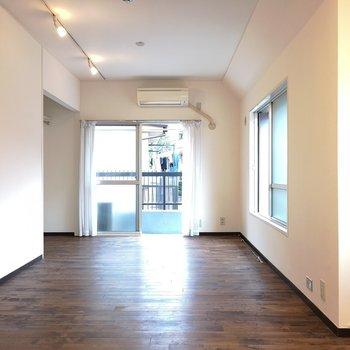 無垢床広がるお部屋です。※写真は2階の同間取り別部屋のものです