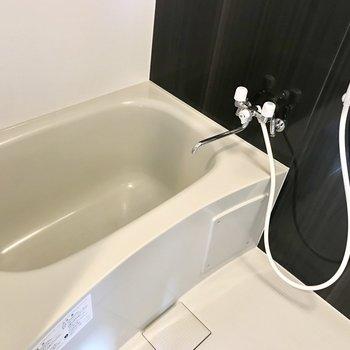 お風呂はこちら。※写真は同間取り別部屋です