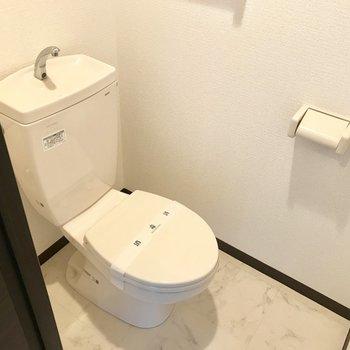 トイレはウォシュレットありません、、、!※写真は同間取り別部屋です