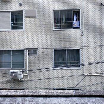 向かいの建物とは距離感がありますが、視線が気になる方は内覧時にチェックしましょう!