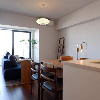 【LDK】リビングもダイニングもこの1部屋に。※家具はサンプルです