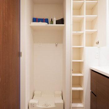 脱衣スペースもゆったりとしています。※家具はサンプルです