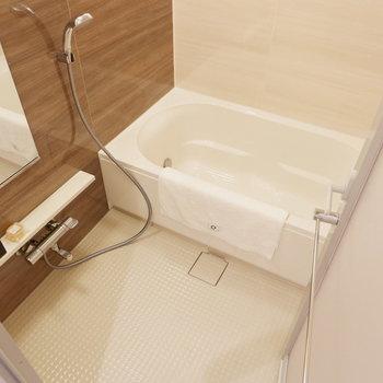 浴槽設備も充実しています。※家具はサンプルです