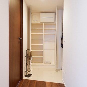シューズボックスもたっぷりですね。※家具はサンプルです