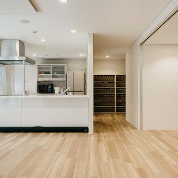 キッチンもある貸しスペース。お料理パーティも楽しそう。