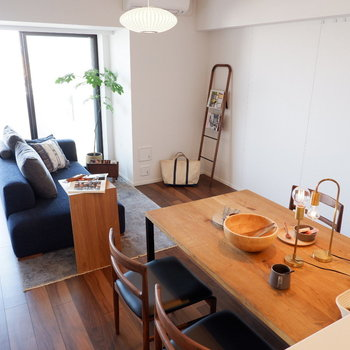 【LDK】全体的にインテリアも落ち着いた雰囲気で合わせてあげましょう。※家具はサンプルです