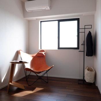 【4.5帖洋室】プライベート空間もしっかり確保できますね。※家具はサンプルです