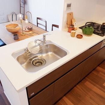 【LDK】人工大理石の調理台です。※家具はサンプルです