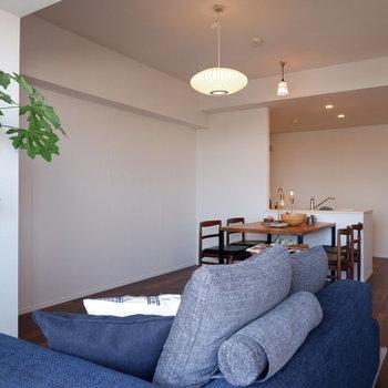 【LDK】奥行きがありますね。※家具はサンプルです
