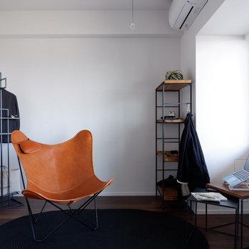【6帖洋室】こちらも南東向きからの心地よい光が入ります。※家具はサンプルです