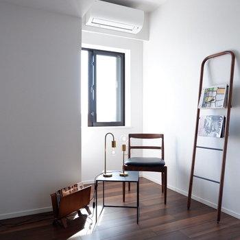 ゆったりと時が流れるシックな空間です。※家具はサンプルです