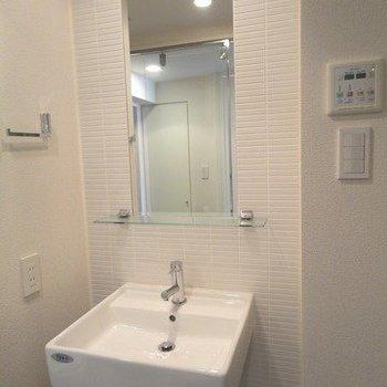 シンプルかっこいい洗面台 ※写真は同階の同間取り別部屋のものです