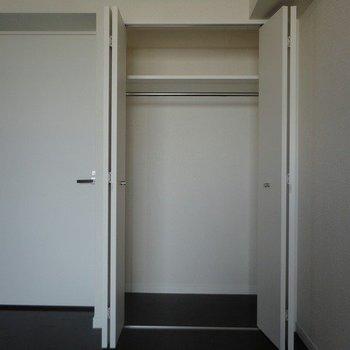 広々クローゼット ※写真は同階の同間取り別部屋のものです