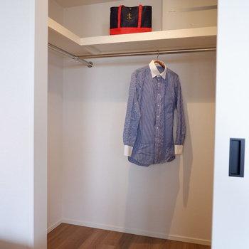 洋室の収納はウォークインクローゼット。自分好みのファッションワールドを閉じ込めて。※家具はサンプルです