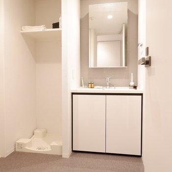 こちらも清潔感のある白で統一されています。※家具はサンプルです