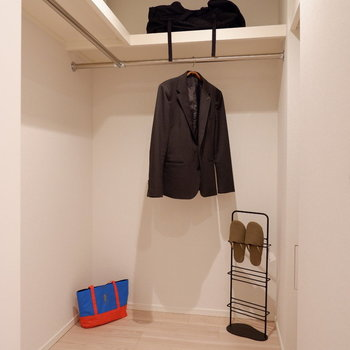 ウォークインクローゼットもあり、安心の収納力!※家具はサンプルです