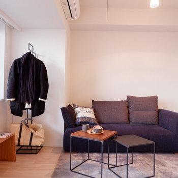 ライトで優雅な空間を演出。※家具はサンプルです