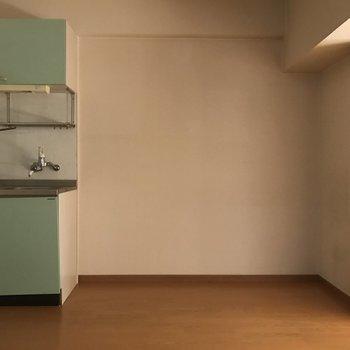 今年流行りのパステルカラー(※写真は2階の反転間取り別部屋で、清掃、通電前のものです)