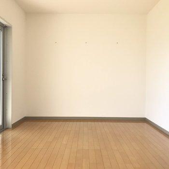 11帖のワンルーム。インテリアにもこだわりたい!※写真は1階の反転間取り別部屋のものです