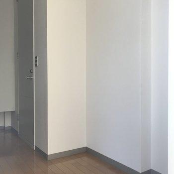 冷蔵庫はこちら側に置けますよ。※写真は1階の反転間取り別部屋のものです
