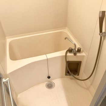 シンプル過ぎるくらいのバスルーム。