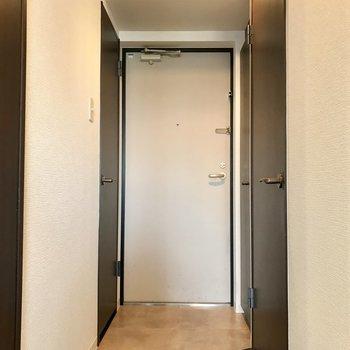 玄関。ちょうどいい広さかな。