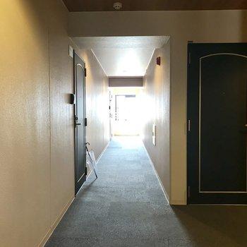 廊下はこちら