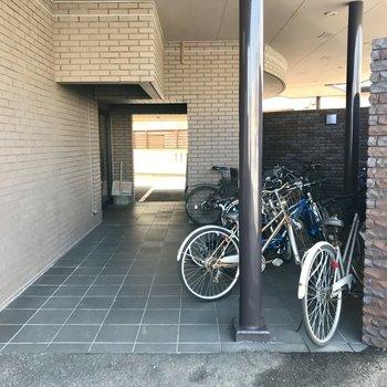 自転車は入口付近に〜