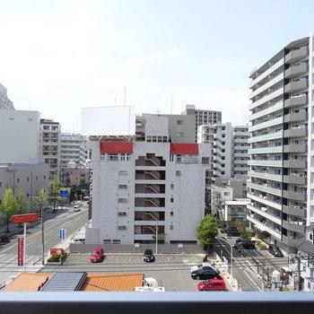平尾駅が見えます!7階なので車や電車の音は気になりません。